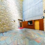建物外観や共有部分もきれいなマンションです