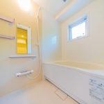 ユニットバス新規交換 窓付きの浴室で通気性良好(風呂)
