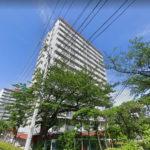 辻堂駅・藤沢駅よりバス便、バス停からは徒歩1分!商業施設が充実していて、住環境良好な立地(外観)