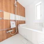 水まわりにも窓があるので、通気性良く保つことができます◎ 落ち着きのあるバスルームでリラックスできます ユニットバス新規交換(風呂)