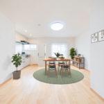 新規フルリノベーション済みの2LDK シンプルな内装に仕上げています ※家具はイメージです(居間)