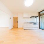 専有面積80平米近くある広々とした間取り3LDK 室内新規フルリノベーション!(居間)
