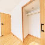 白山スカイマンション402号室洋室6帖収納