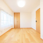 室内クロス、フローリング張替え、建具もすべて交換済み(寝室)