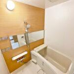 ユニットバス新規交換。シャワーや水栓など浴室内すべて新しく生まれ変わっています。(風呂)