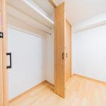 日商岩井国立マンション507号室洋室6帖北収納