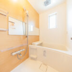 ユニットバス新規交換。浴室に窓があるので風通しも良く快適に保てます。