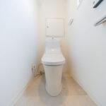 トイレ新規交換。ウォシュレット新規設置済み。(内装)