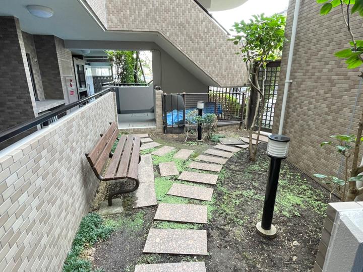 シティウインズ新川崎弐番館マンション中庭
