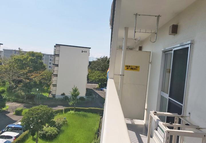 湘南西部住宅2-13号棟外観バルコニーと眺望